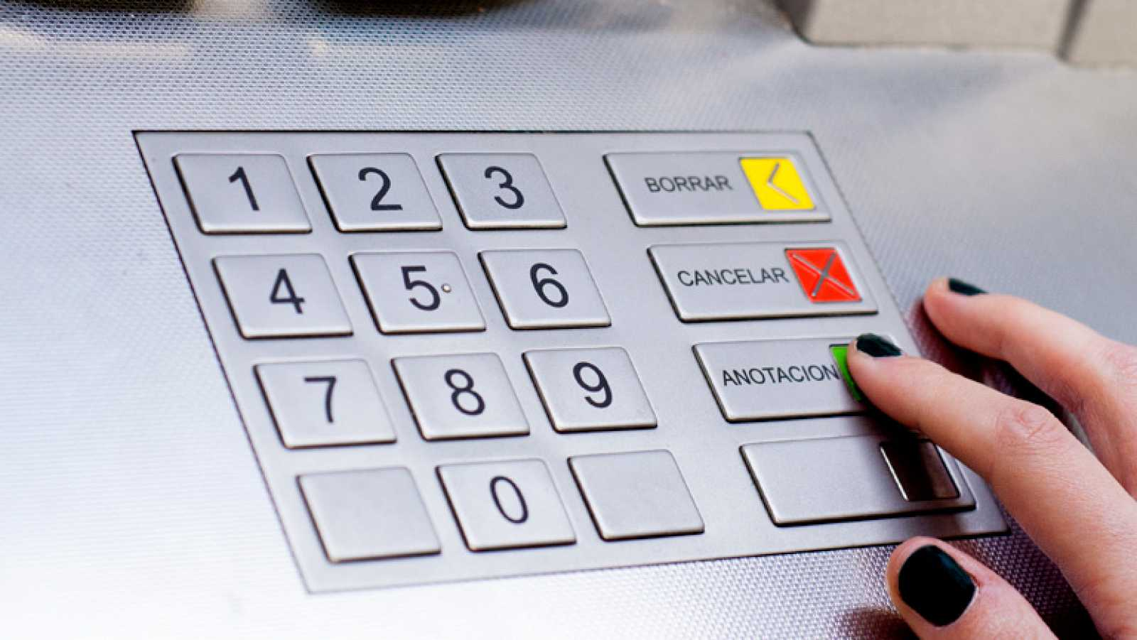 En menos de 1 mes, los bancos no podrán cobrar más de 3 euros mensuales por una cuenta básica.
